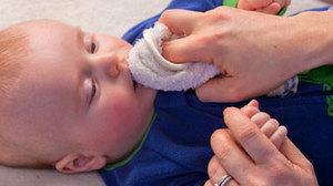 寶寶使用潔牙濕紙巾