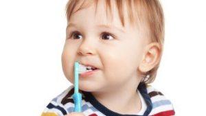 寶寶使用手動牙刷